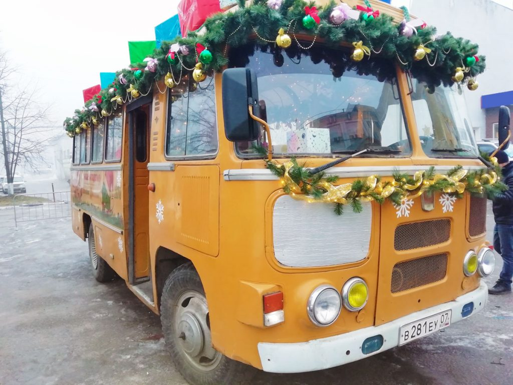 Необычный новогодний автобус появился в Нижнем Новгороде