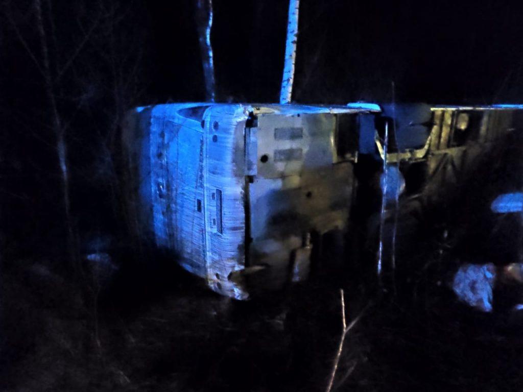 Автобус с пассажирами опрокинулся в кювет под Нижним Новгородом: есть пострадавшие (дополнено)