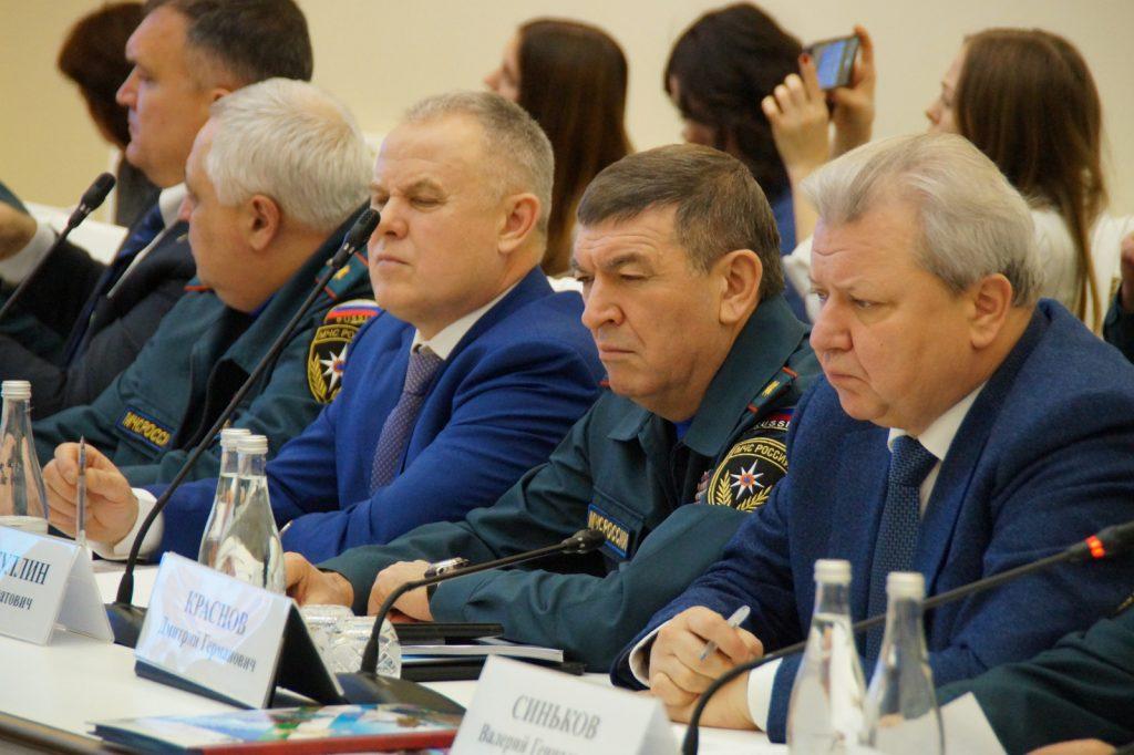 Дмитрий Краснов принял участие взаседании комиссии повопросам защиты населения итерриторий отЧС
