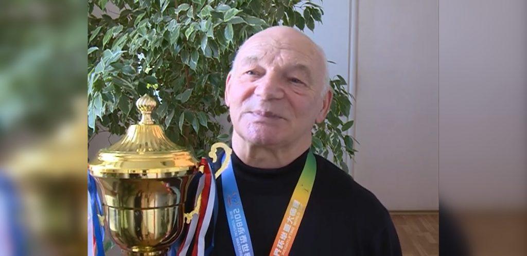 «Многие в моем возрасте угасают, а мне спорт помогает держаться»: 72-летний нижегородец в четвертый раз стал чемпионом России по тяжелой атлетике