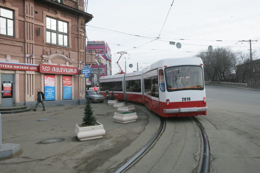 Мужчина оказался под колесами трамвая в Нижнем Новгороде