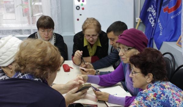 Волонтеры «Единой России» проводят уроки компьютерной грамотности для пенсионеров