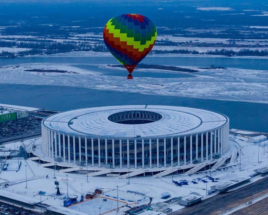 Дед Мороз зажег горелку, и 3 воздушных шара поднялись над Нижним Новгородом