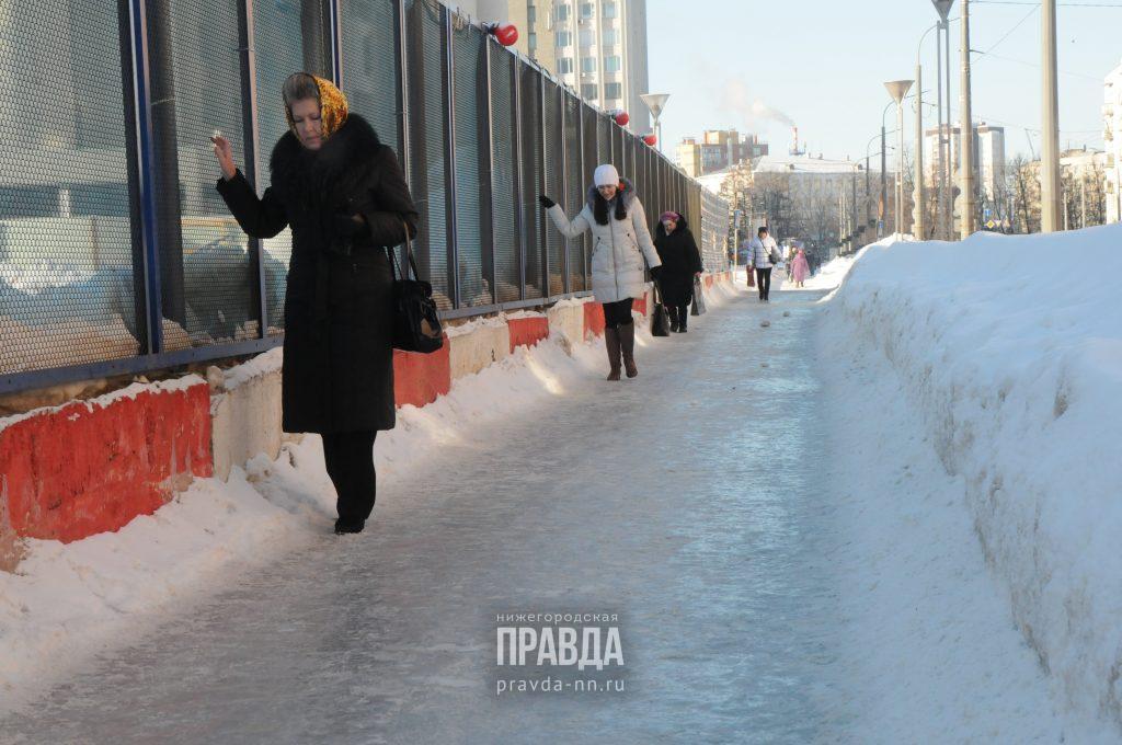 Нижегородцы жалуются на уборку дорог и тротуаров: что грозит коммунальщикам за некачественную работу