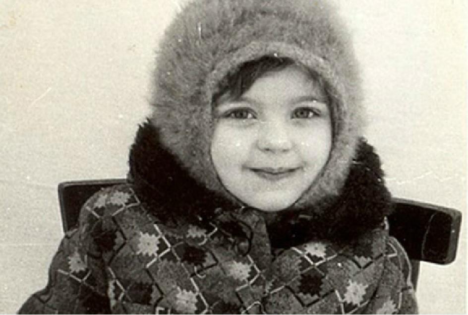 «Ничуть не изменилась»: Ирина Пегова умилила соцсети фотографией из детства