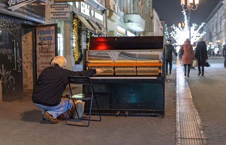 Фото дня: На Большой Покровской настроили пианино