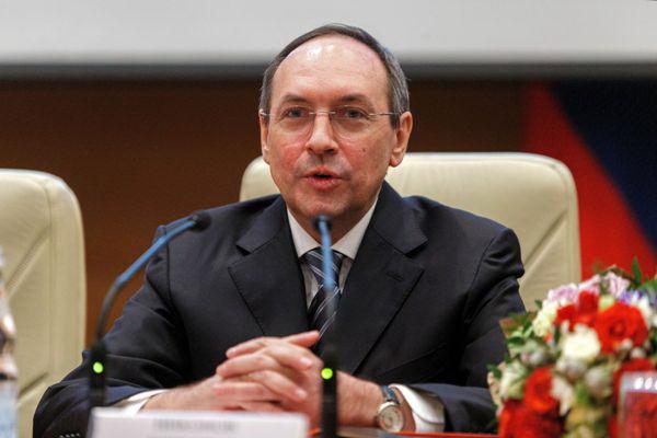 Вячеслав Никонов: «Конституция закрепляет права людей в управлении государством»