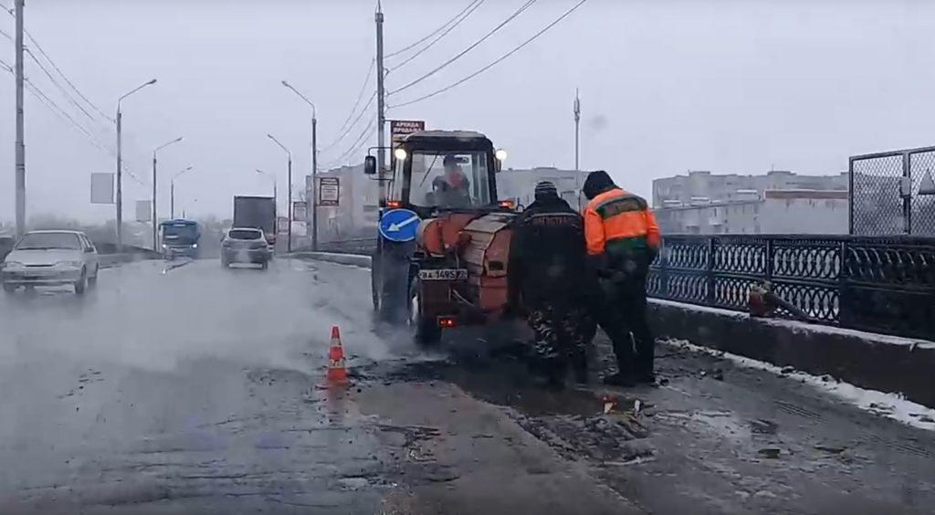 Дорожники из Дзержинска укладывали асфальт в слякоть