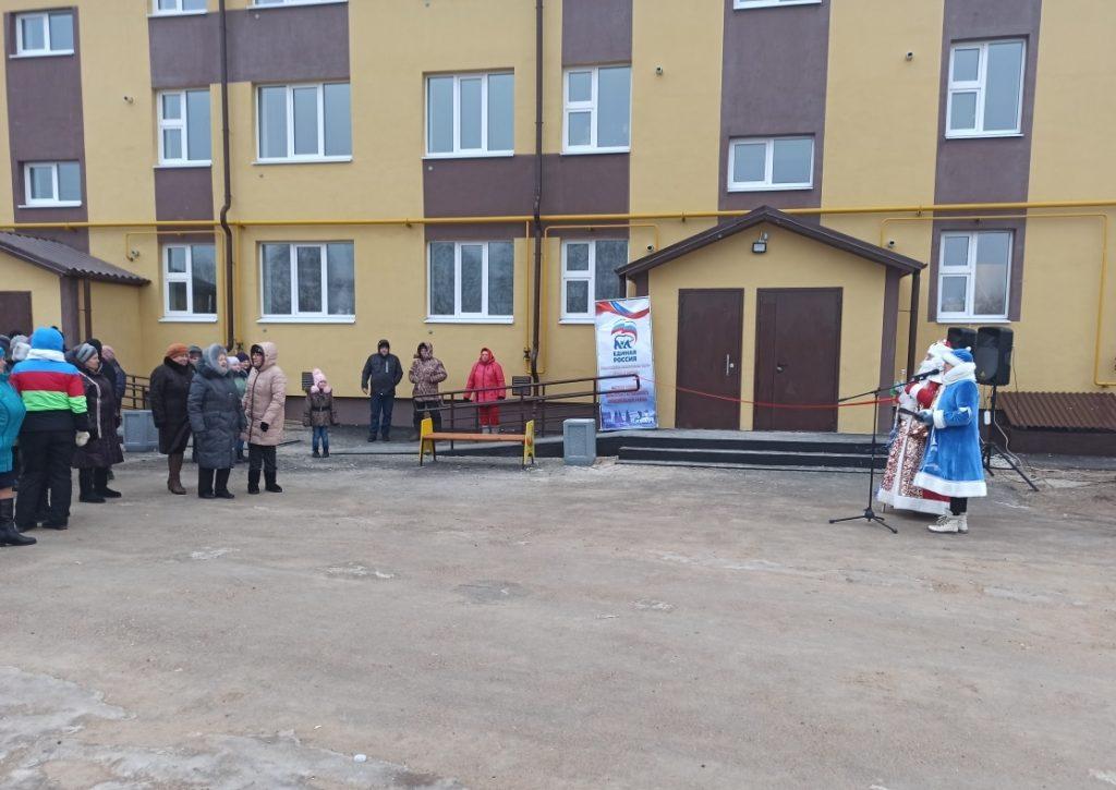 ВДальнеконстантиновском районе для жителей аварийного фонда построили новый дом