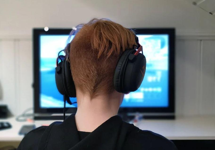 В Роспотребнадзоре рассказали, как минимизировать вред от просмотра ТВ детьми