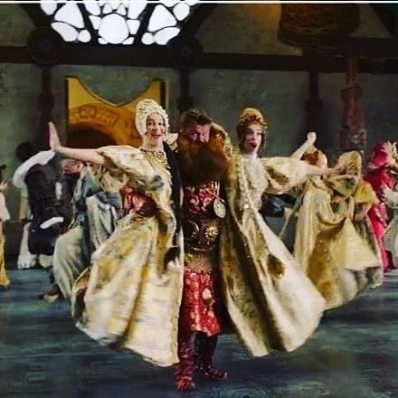 «Чтобы и вам так плясать в любом возрасте»: Олег Тактаров лихо станцевал на съемках «Конька-горбунка»