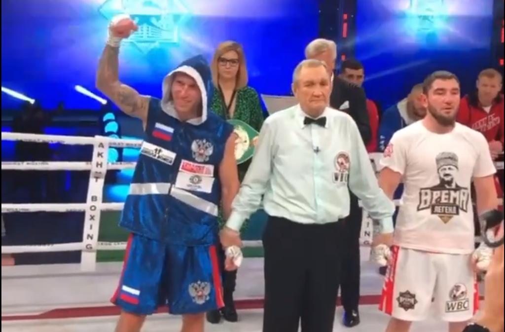 Нижегородский боксер Андрей Сироткин победил Апти Устарханова (ВИДЕО)