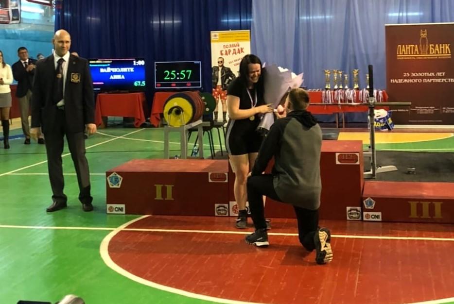 Самой сильной девушке Нижегородской области сделали предложение руки и сердца на пьедестале почёта