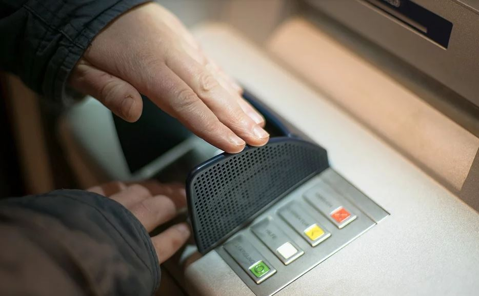 Правда или ложь: в банкоматах запретят выдавать наличные?
