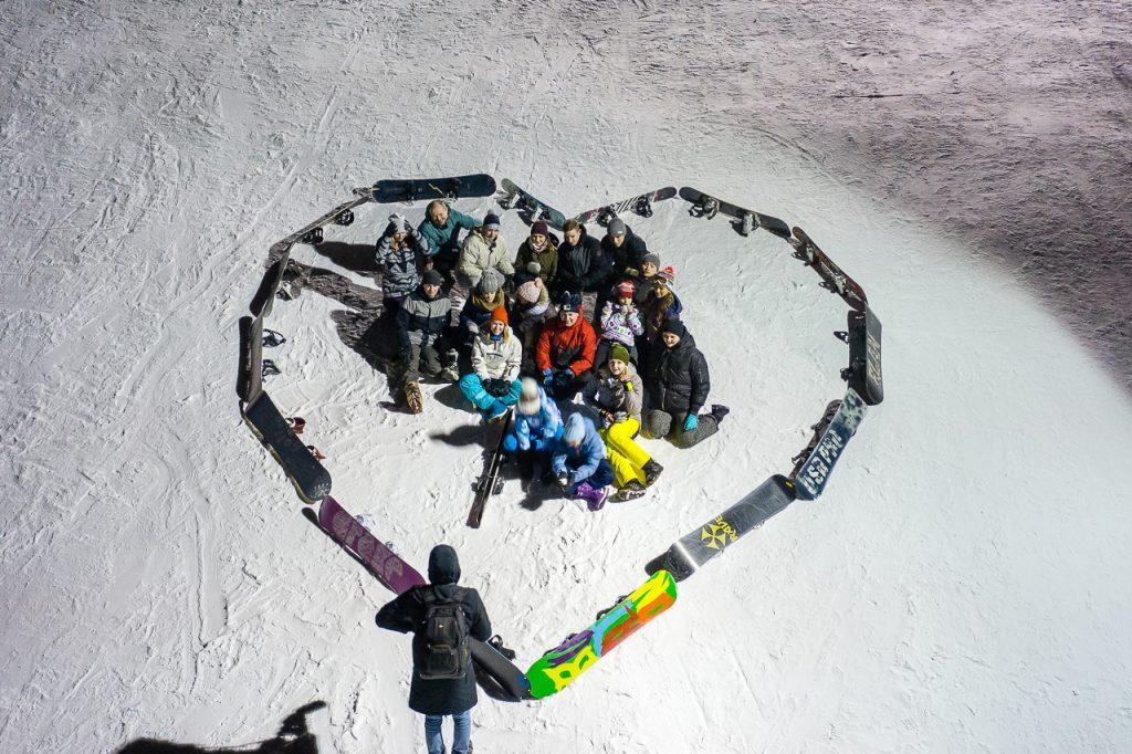Видео дня: Нижегородские сноубордисты выложили из себя и своих досок фигуру в форме сердца