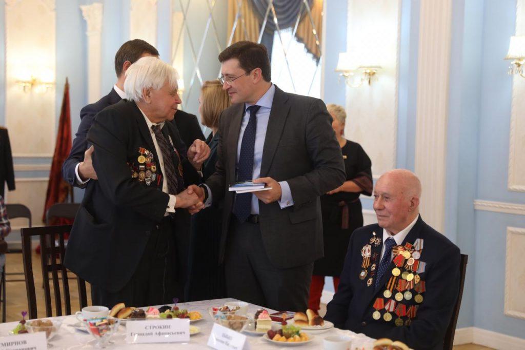 Глеб Никитин вручил медали кЮбилею Победы ветеранам-балахнинцам