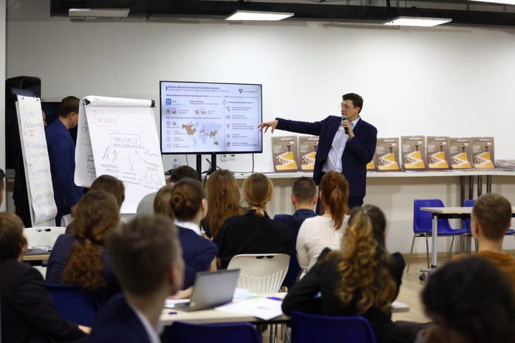Глеб Никитин пригласил студентов-нижегородцев, которые учатся вМоскве, настажировку