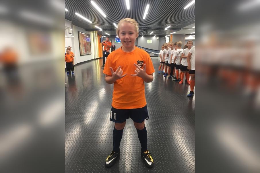 11-летняя школьница стала капитаном мальчишеской сборной по мини-футболу: мама девочки рассказала о ее пути в большой спорт