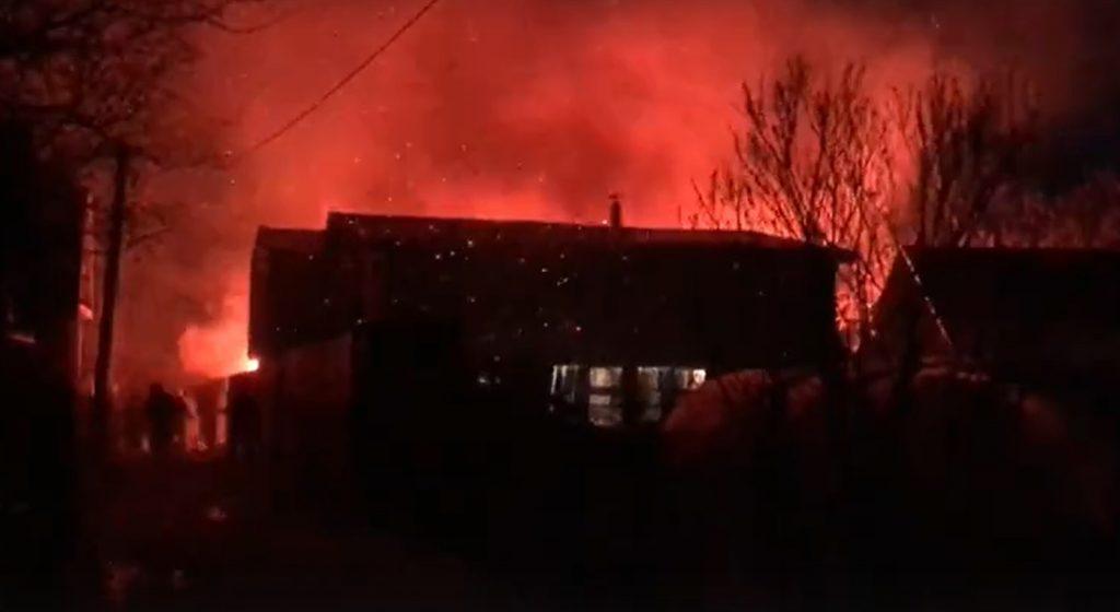 Два дачных дома загорелись в Кстовском районе