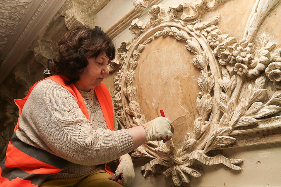 Уникальные объекты декора нашли при реставрации в доме Варвары Бурмистровой