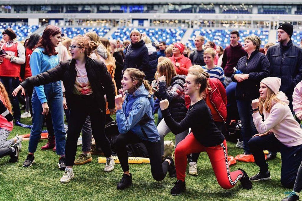 Нижегородцы присоединились к флешмобу «Ни дня без спорта»: смотрим ролики с домашними тренировками