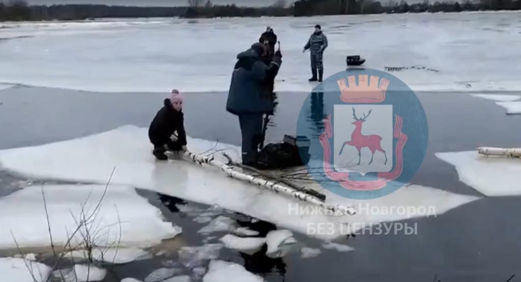 Нижегородские рыбаки спасли девочку, оказавшуюся на льдине (ВИДЕО)