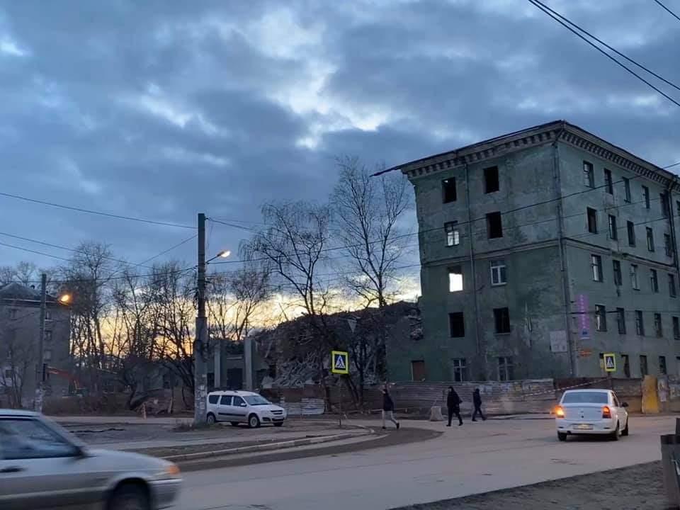 Аварийный дом на улице Героя Самочкина сносят