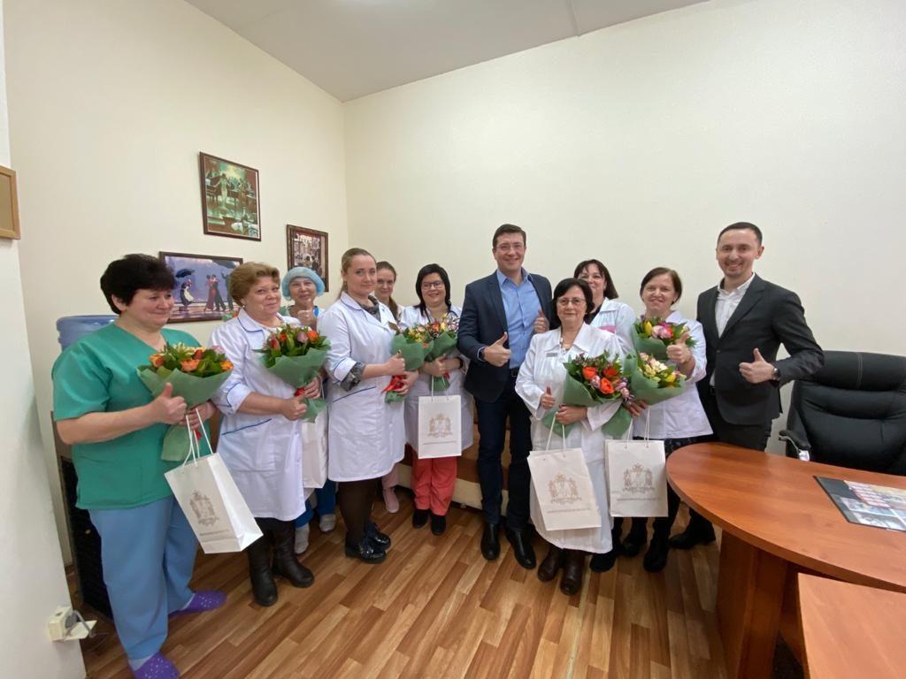 Глеб Никитин поздравил с8Марта коллектив инфекционной больницы № 2