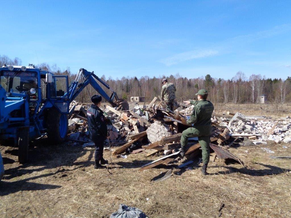 Ювелирные украшения обнаружены под завалами обрушившегося дома в Вачском районе