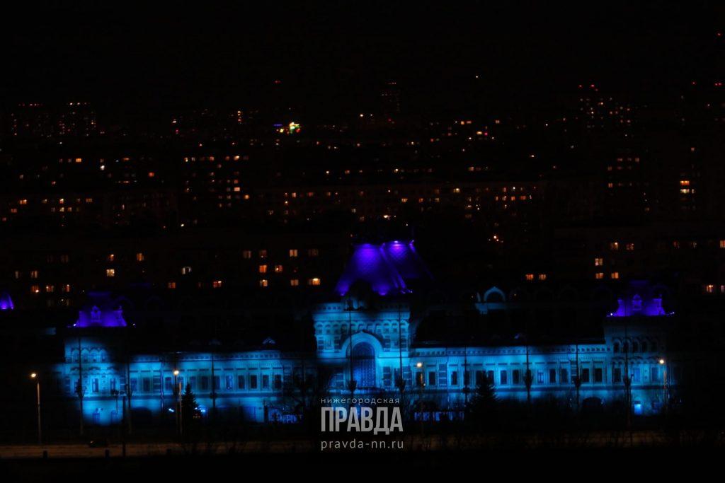 Достопримечательности Нижнего Новгорода зажглись синим цветом в поддержку людей с аутизмом