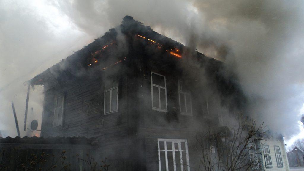 Дом многодетной семьи подожгли в Ветлуге