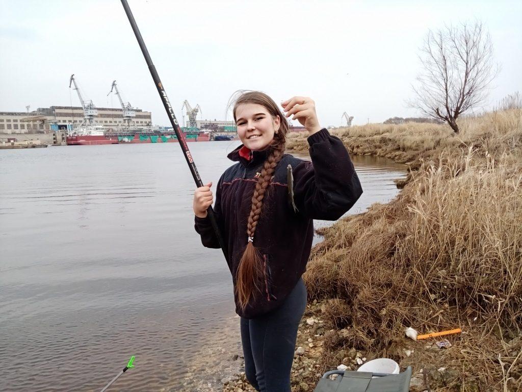 «Взяла удочку в 5 классе»: 14-летняя нижегородка ловит до 10 кг рыбы за раз