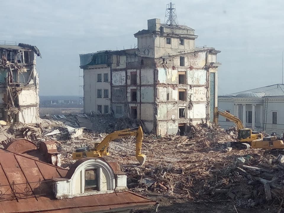 Здание гостиницы «Россия» снесли практически до основания