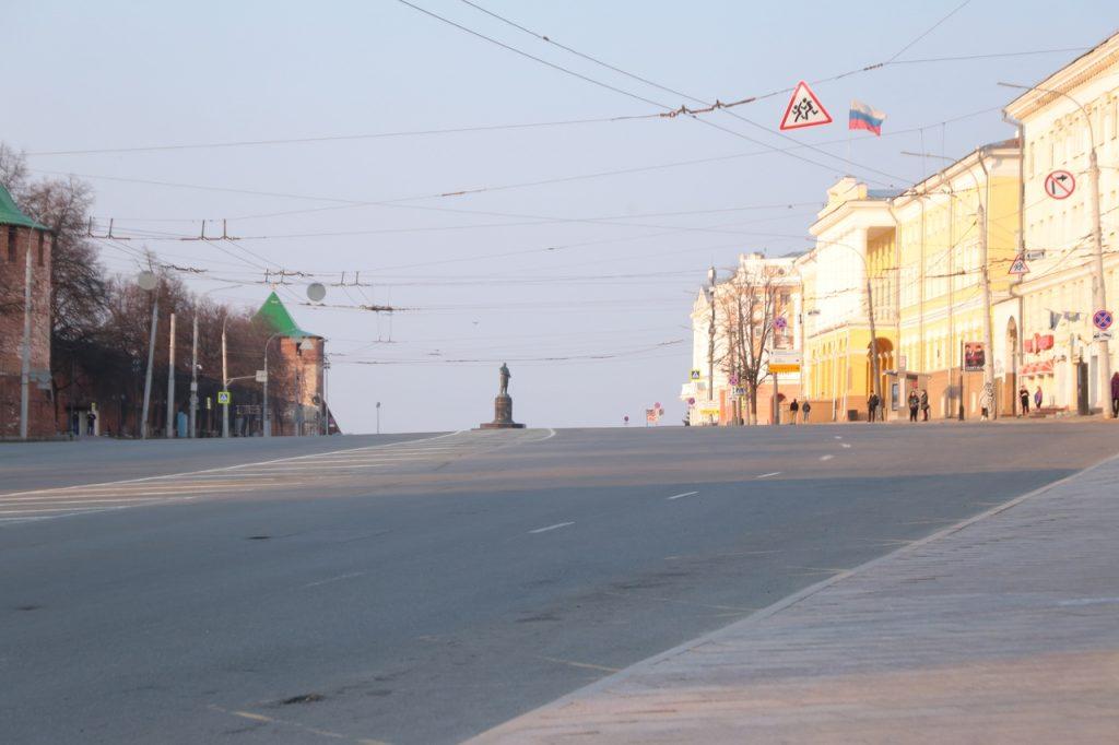 Площадь Минина и Пожарского освобождают от неиспользуемых проводов