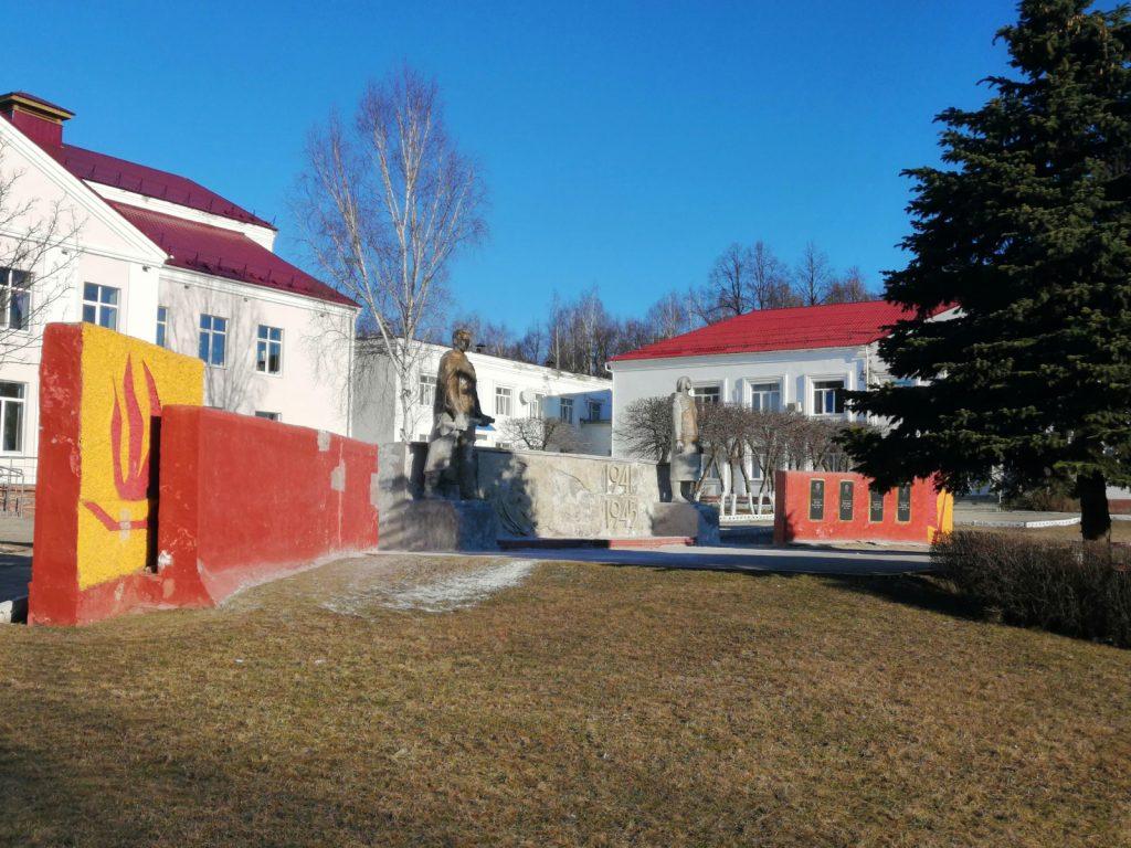 Ремонт 21 памятника героям Великой Отечественной войны ведется вУренском районе