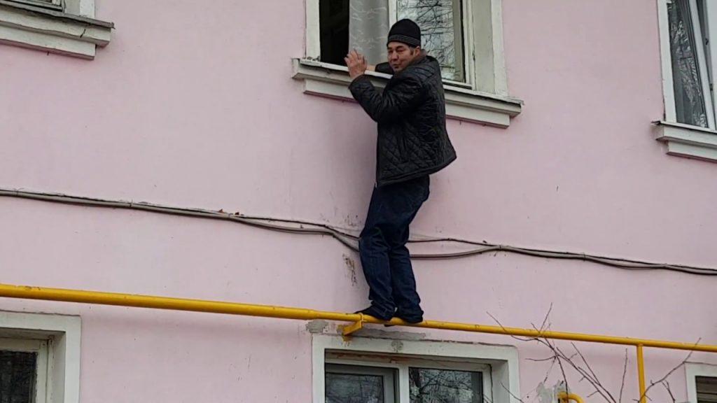 Вор влез в квартиру по газовой трубе в Заволжье