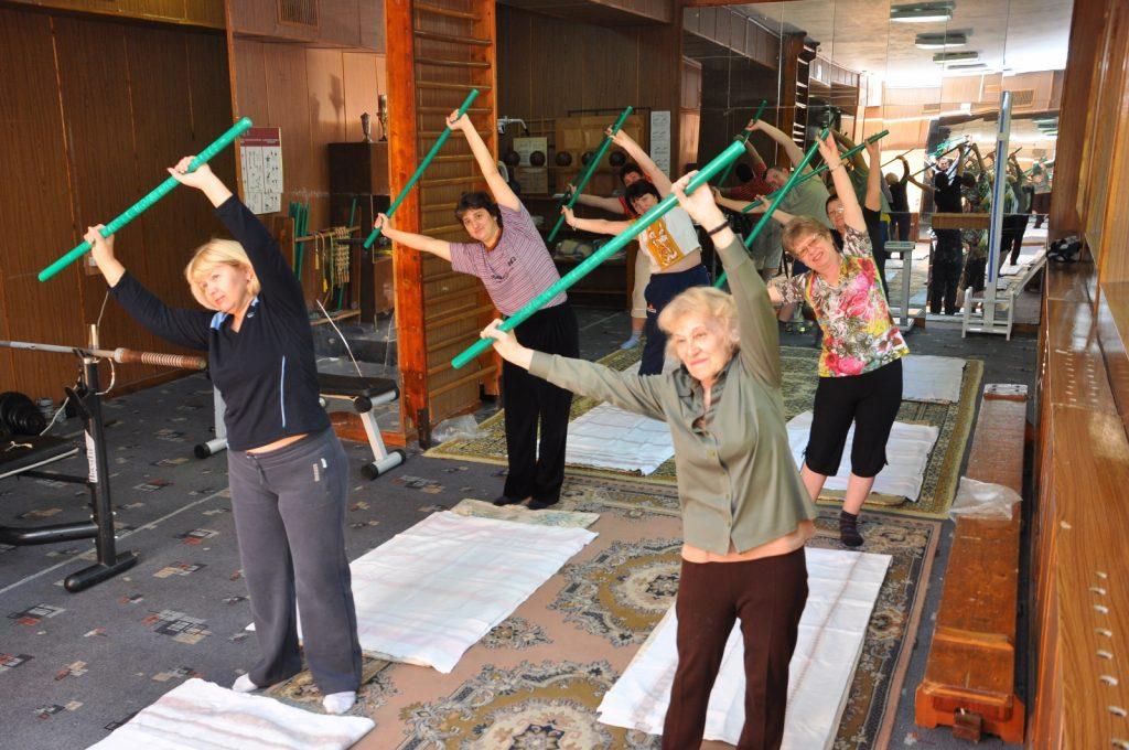 Как пенсионерам укрепить здоровье во время самоизоляции: советует геронтолог