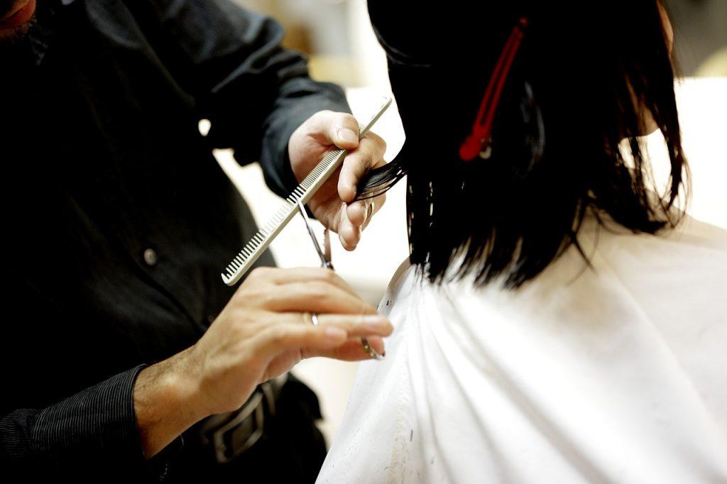 Глеб Никитин объяснил, почему пока не открываются салоны красоты и стоматологии