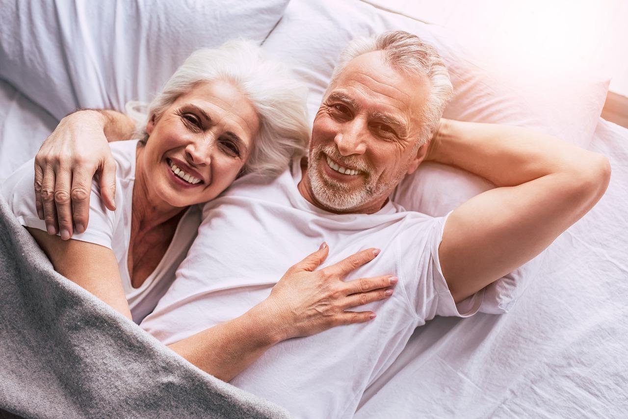 пара семья пенсионеры
