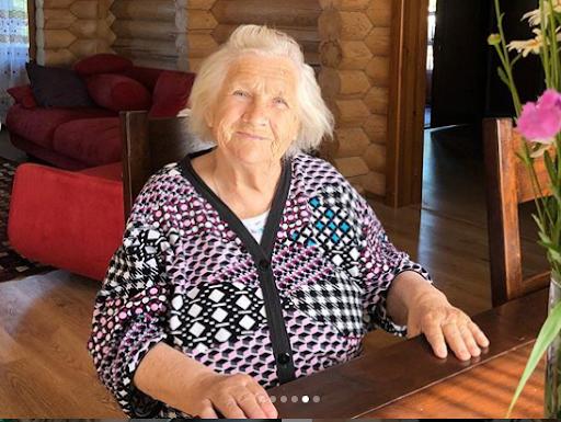 «Мои красотулечки»: Ирина Пегова показала маму и бабушку