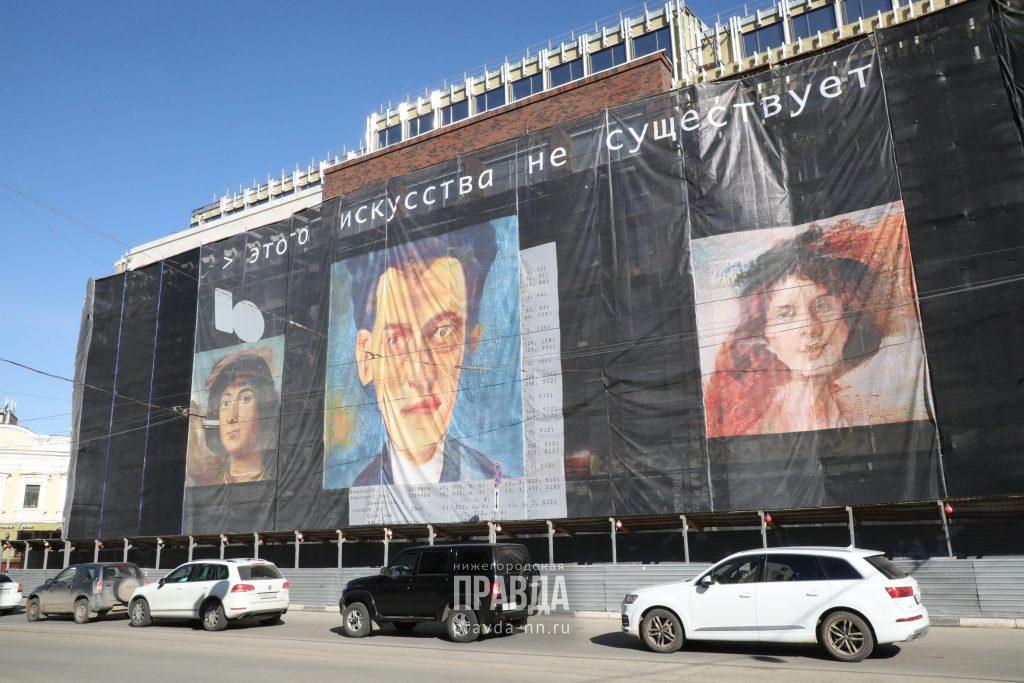 Уличная выставка картин, созданных искусственным интеллектом, открылась в Нижнем Новгороде