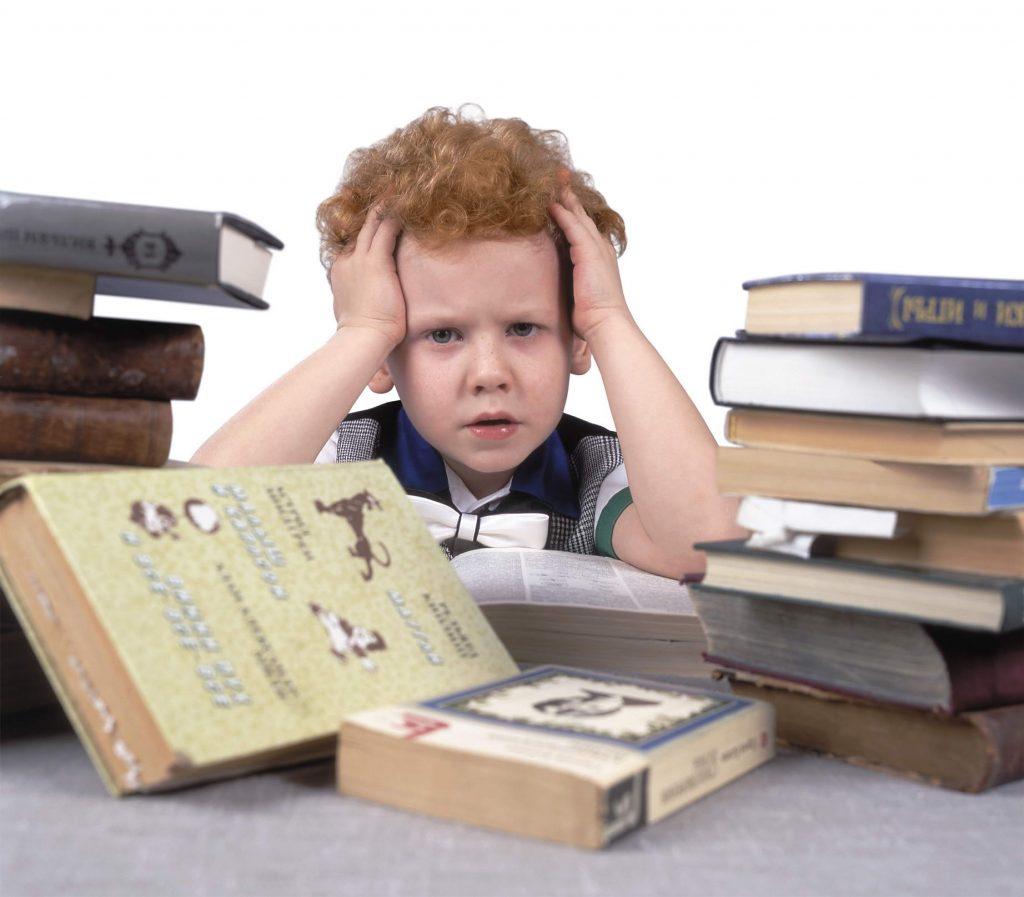 «Бросают детей наедине с учебниками»: нижегородцы пожаловались на дистанционное обучение