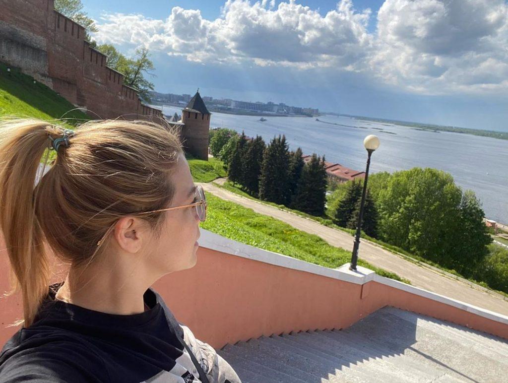 «Встречает пустыми улочками и хорошей погодой»: Ирина Пегова прогулялась по Нижнему Новгороду
