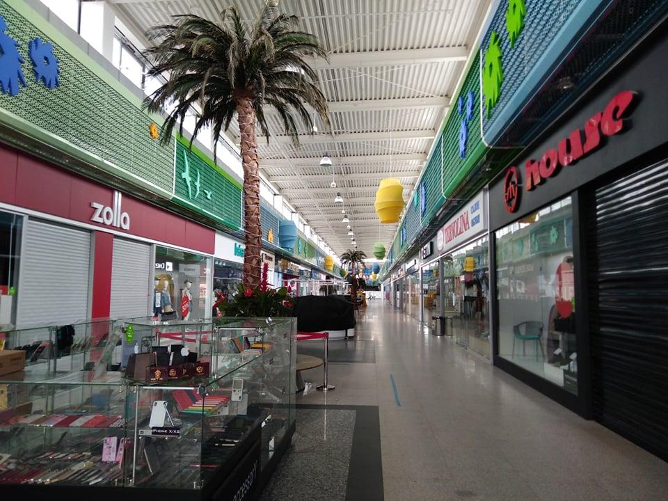 В маске и без примерки: проверяем, как работают вновь открывшиеся магазины в нижегородских торговых центрах