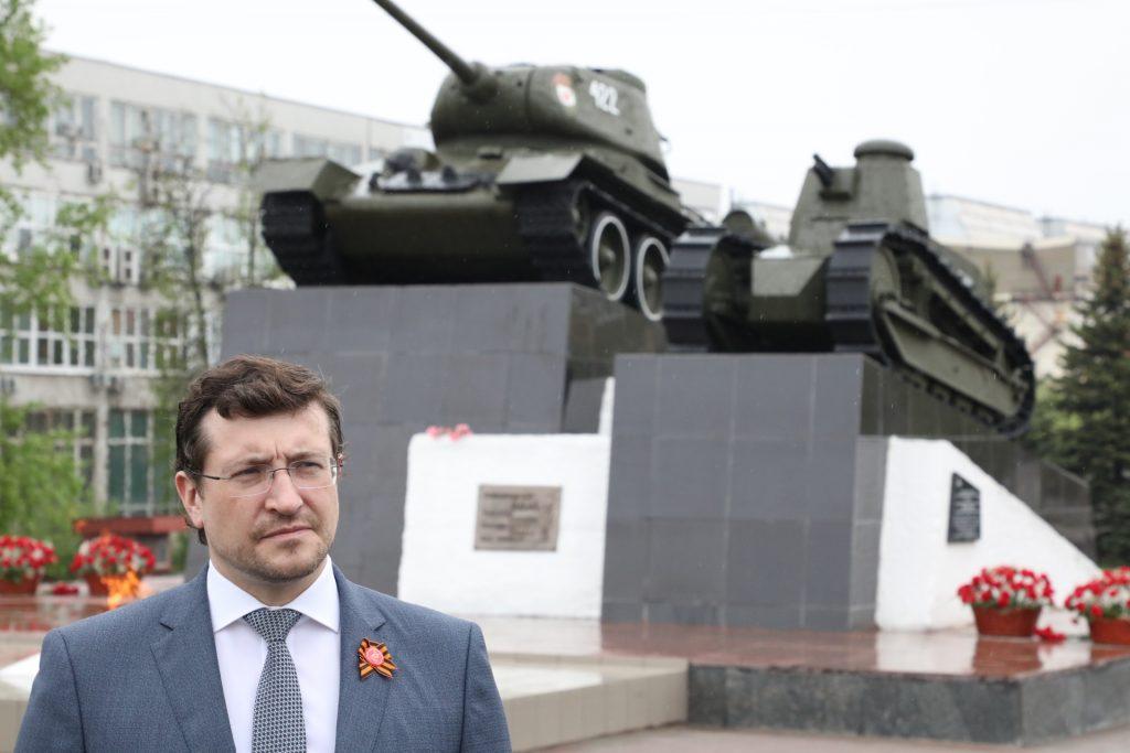 Глеб Никитин принял участие в зажжении Вечного огня на площади Славы в Нижнем Новгороде