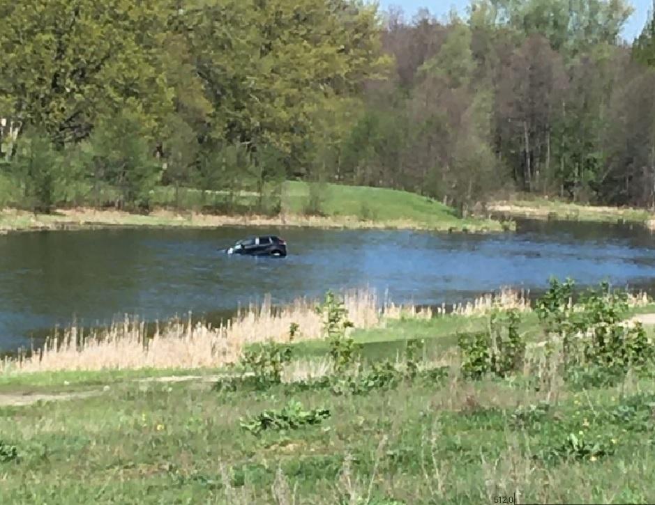 Машина скатилась в реку под Дзержинском