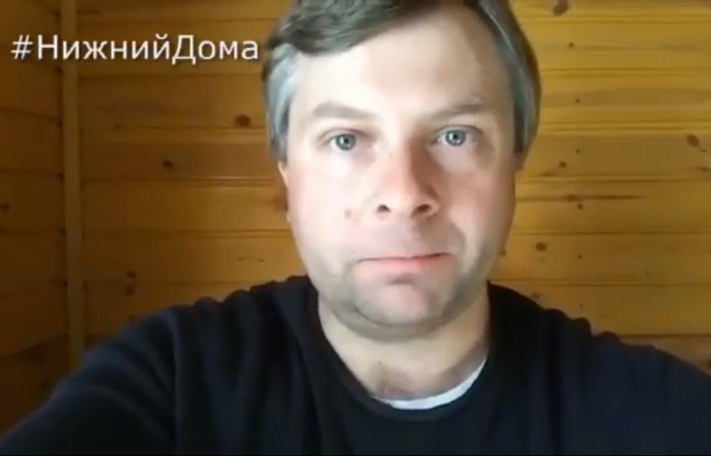 Роман Жукарин рассказал, как можно поздравить с Днём Победы ветеранов, не выходя из дома