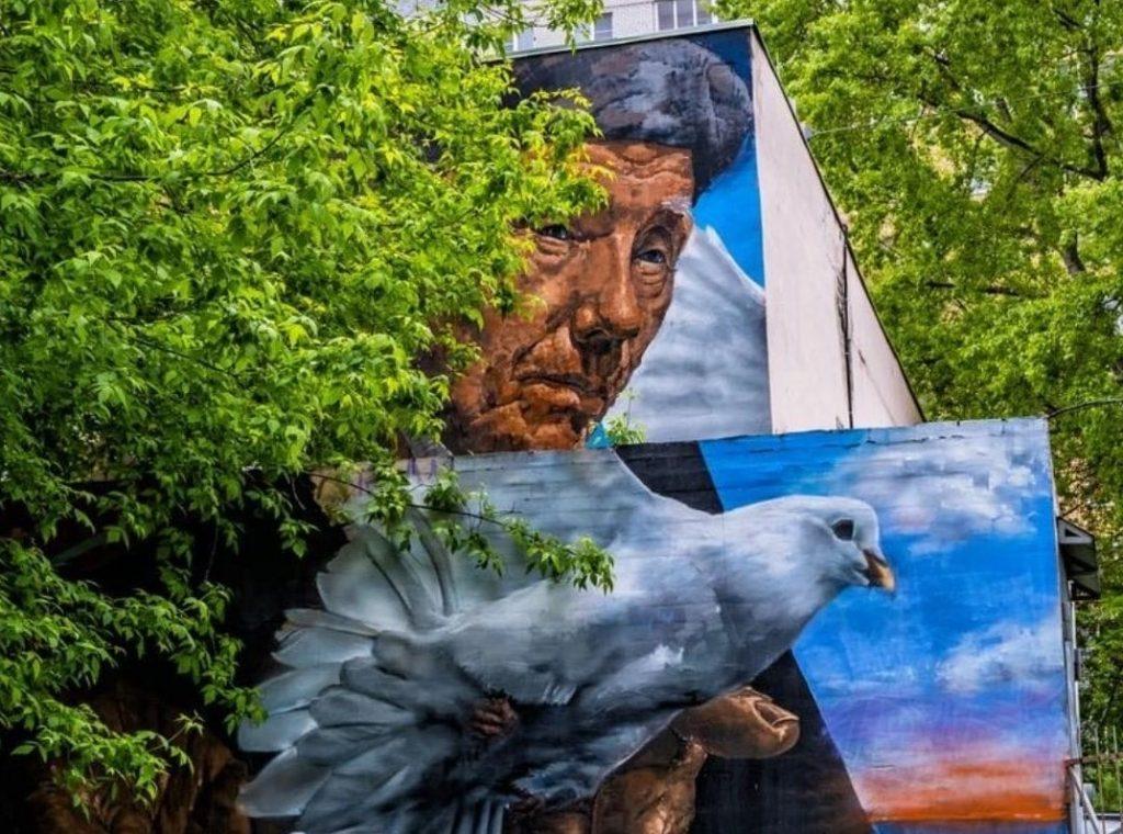 Нижегородский художник создал «Послание через время» на одном из домов по улице Невзоровых