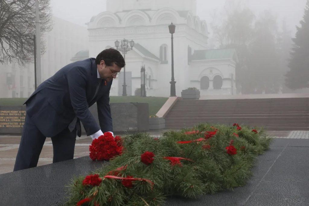 Глеб Никитин почтил память героев ВОВ: смотрим фото