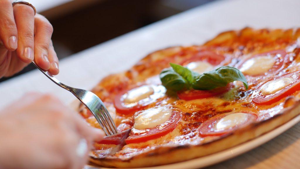 Восемь нижегородцев потеряли деньги на сайте-двойнике известной пиццерии